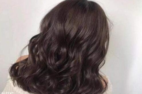 长头发女性可以在家中就能做到的12件事情