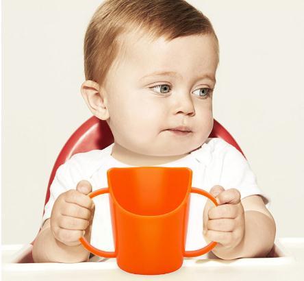 宝宝喝水杯子至少买了七八个,什么材质都有