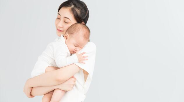 父母给宝宝换纸尿裤时保暖的小技巧