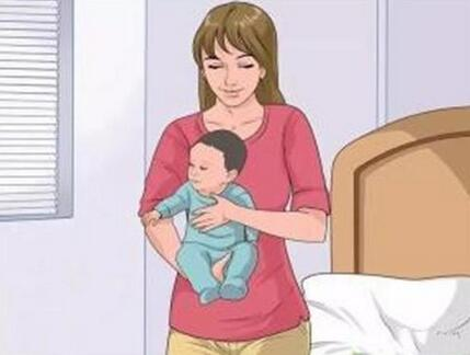 婴儿几个月可以竖抱,正确竖抱婴儿的姿势