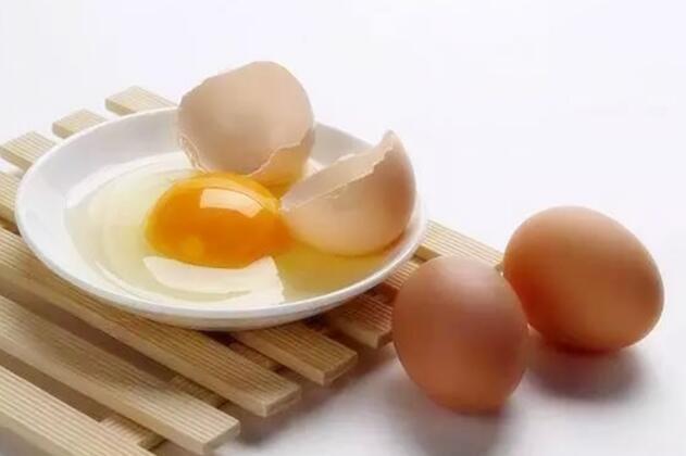 """大多数父母都不知道,太早给宝宝吃""""鸡蛋羹""""会使宝宝过敏"""