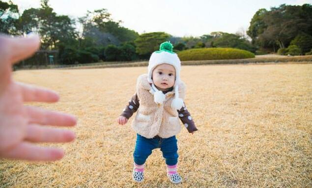 宝妈需做好宝宝这几个部位的保暖防护措施,以避免宝宝着凉