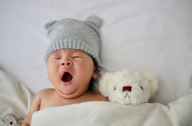 家长哄睡宝宝的正确方式,千万不要摇孩子哄睡